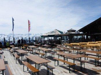 Après-Ski vor beeindruckender Kulisse an der Panorama Alm