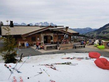 Die Ganslernalm lädt an der Streifabfahrt zum Après-Ski ein