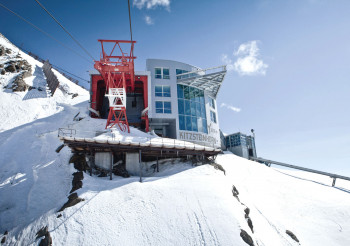 Mit der Gipfelbahn kommst du hinauf auf 3.029 Meter.