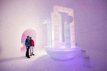 Im Ice Camp werden jedes Jahr Kunstinstallationen aufgebaut.
