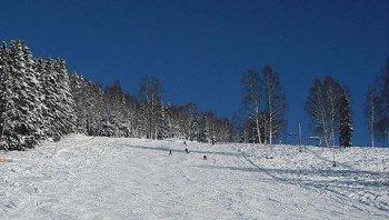 Der Skilift Jägerstraße bietet Wintersportlern eine 400 Meter lange, rot markierte Abfahrt