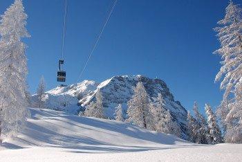 Die Dachstein Krippenbahn-Seilbahn bringt dich hinauf auf 2.100 m.