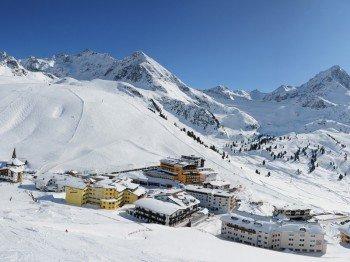 Als höchstgelegener Skiort in Österreich punktet das Kühtai mit einer Saisonzeit bis in den Frühling.