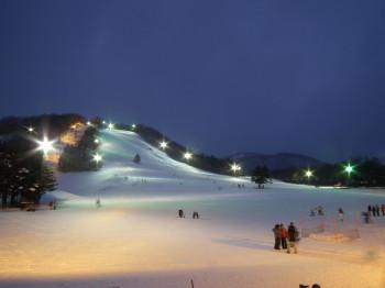 Kusatsu Kokusai ist ein Skigebiet in der westlichen Region Gunma Prefecture nahe der Grenze zur Region Nagano Prefecture.
