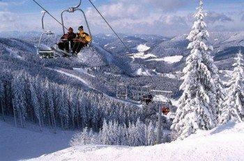 Insgesamt neun Liftanlagen bringen Wintersportler auf den Kleinen und Großen Ötscher in Lackenhof, Niederösterreich.