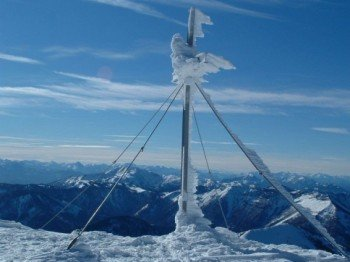 Im Skigebiet Lackenhof am Ötscher genießt man einen tollen Ausblick in die Winterlandschaft.