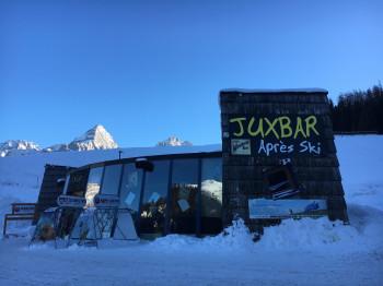Die Juxbar liegt ebenfalls direkt am Parkplatz der Grubig-Gondelbahn.