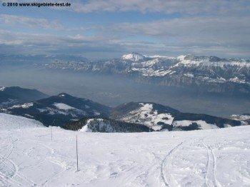 In diesem Nebel verborgen liegt der ehemalige Olympiasportort Grenoble!