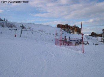 Blick auf das größte Anfängerareal im Skigebiet: Die Zone Débutants in Prapoutel