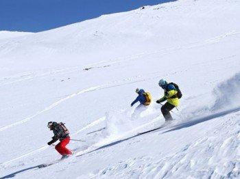 Die durchschnittliche Schneehöhe während der Saison beträgt 111cm am Berg