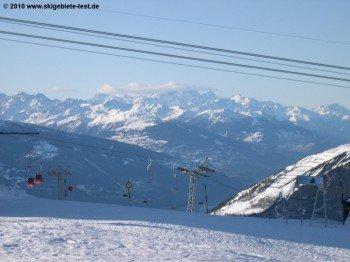 Blick über die Torrentalp-Rinderhütte-Gondelbahn zu den umliegenden Dreitausendern!