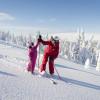 In Lindvallen sind die meisten Abfahrten grün oder rot, und die ganze Familie kann hier problemlos zusammen Ski fahren.