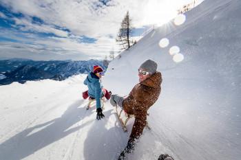 Österreichs längste Familien-Abfahrt am Loser kann mit dem Schlitten befahren werden.