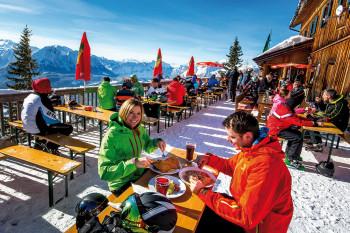 Essen und Trinken am Loser in Altaussee bei nebelfreien Panoramablicken