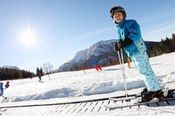 Am Maiszinken lernen Pistenflöhe das Skifahren bei optimalen Bedingungen. Ein 50 Meter langer Zauberteppich bringt die Kleinen nach oben.
