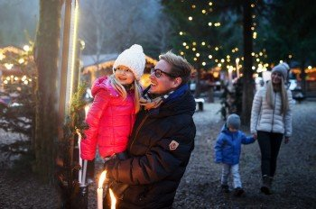 Im Advent hat jedes Wochenende der Mayrhofner Weihnachtsmarkt am Waldfestplatz geöffnet.