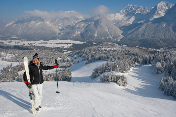 Das Skigebiet liegt eingebettet in die Bergwelt des Karwendel- und Wettersteingebirges