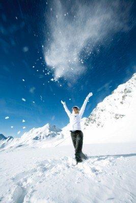 Schneesicherheit ist dank des Naturschnees des Gletschers und Beschneiungsanlagen garantiert.