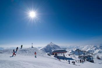 Im Skigebiet Mölltaler Gletscher genießt man eine herrliche Aussicht auf die umliegenden 3000er.