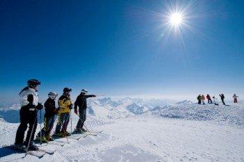 Skifahrer auf der Piste im höchstgelegenen Skigebiet Kärntens.