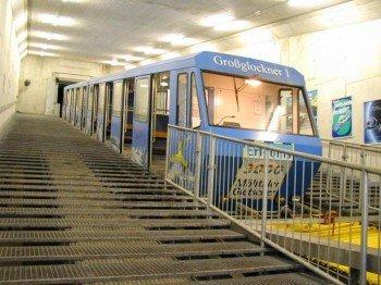 Die Stollenbahn Gletscher Express bringt die Wintersportler bequem und schnell zum Skigebiet.