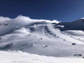 Die Pisten am Gletscher bieten auch im Frühjahr noch beste Bedingungen.