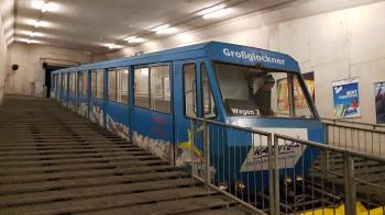 Vom Tal geht es mit dem Gletscher Express zur Eissee-Gondelbahn.