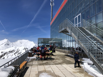 Auf der Terrasse des Restaurants Eissee kannst du die Sonne genießen.