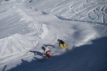 Im Snowpark kannst du dich auf den Wellenbahnen so richtig austoben.