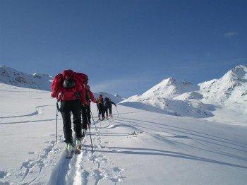 Grenzenlose Freiheit - Die umliegende Bergwelt lässt sich wunderbar mit Tourenski entdecken.