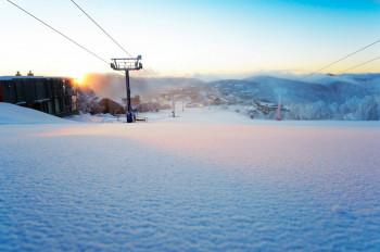Bei einer Schneeschuhwanderung kannst du die Ruhe der Natur genießen.