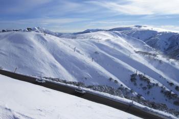 Das Liftticket von Mt Hotham ist auch im Skigebiet Falls Creek gültig.