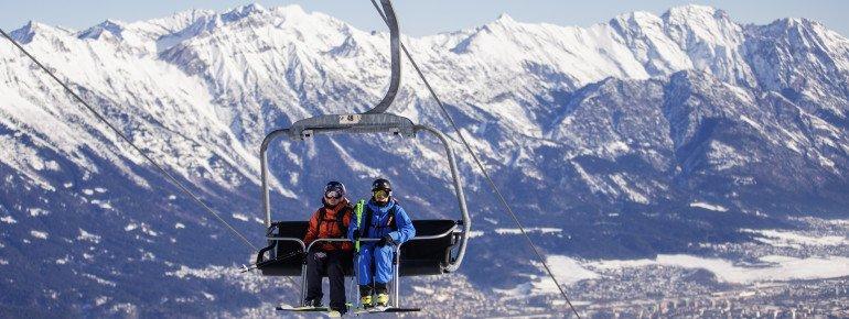 Diesen tollen Ausblick über die Tiroler Landeshauptstadt Innsbruck und das Inntal sowie auf die Nordkette erhält man im Skigebiet Muttereralmpark.