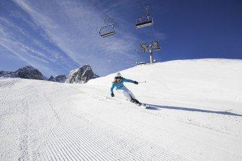 Das Skigebiet Muttereralmpark in Tirol bietet 16 präparierte Pistenkilometer sowie 5 moderne Liftanlagen.