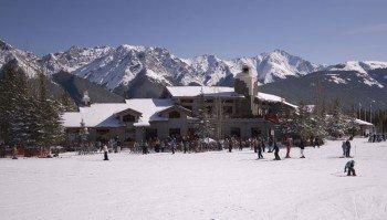 In Nakiska gibt es alles was zu einem gelungenen Skitag dazugehört.