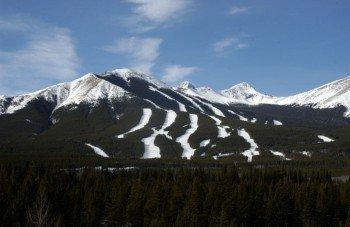 Genieße die kanadische Bergwelt.