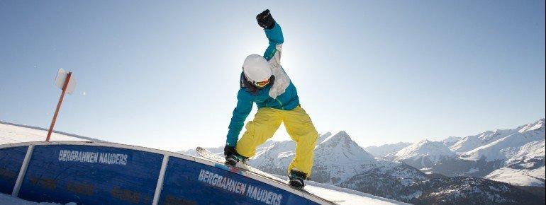 Ob bewundern zuschauen oder selbst loslegen - beides geht im Snowpark im Skigebiet Bergkastel.