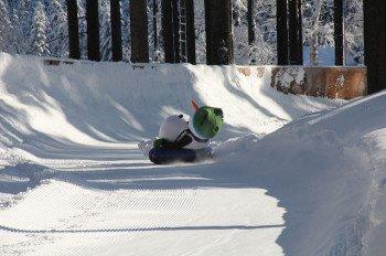 Nach dem Skifahren ist vor dem Rodeln, wofür man sich am Hang der Alten Goldwiese trifft