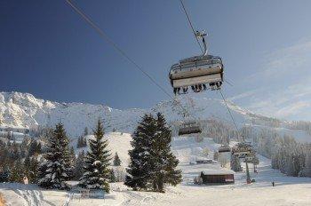 Die Iselerbahn bringt die Wintersportler zum höchsten Punkt im Skigebiet, der Bergstation auf 1559 Meter.