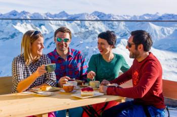 Am Nebelhorn genießt du bei der Einkehr einen herrlichen Ausblick.