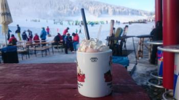 Im Talbereich können sich Skifahrer aufwärmen.