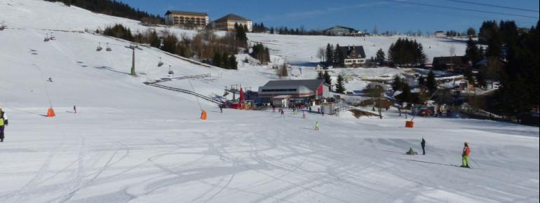 Blick auf die Talstation der Sesselbahn zum Fichtelberg