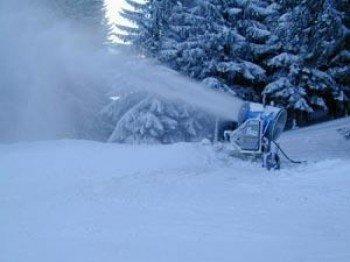 Schneesicherheit ist durch moderne Beschneiungsanlagen garantiert.