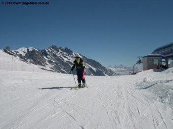 Bergstation der Sesselbahn B unterhalb des 2427m hohen Six Armaille