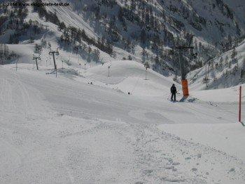 Der Schlepplift G bringt die Skifahrer zum Beginn der langen, blauen Abfahrt 7