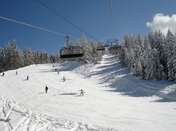13 Skilifte befördern dich zur Piste deiner Wahl.