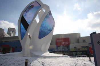 Eine mächtige, unübersehbare Skulptur markiert den Eingang zum Phoenix Park.