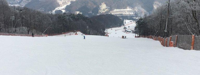 Breite Pisten sind typisch für das Skigebiet.