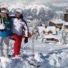 Tief verschneit ist im Winter die Bergstation.