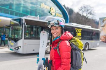 Entweder du kommst direkt mit dem Auto zur Talstation der Planai oder nimmst bequem den Skibus.